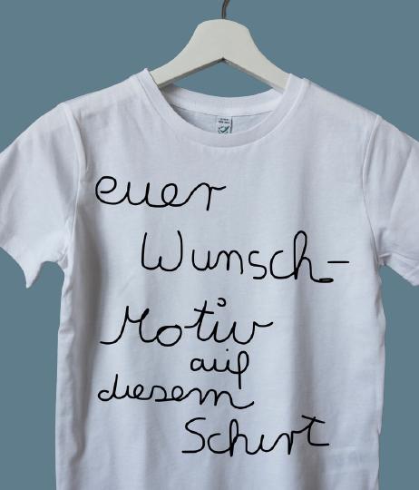 4E4AE61A 5728 41D1 8672 F3B8E76DFEF2 1 105 c removebg preview - Geburtstags-Shirt Wunschmotiv