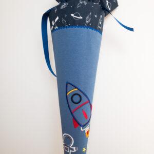 APC 0362 300x300 - Schultüte  70 cm groß - Rakete und Astronaut -individualisierbar